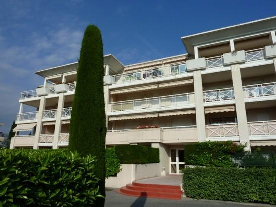 2 pi ces avec terrasse et vue d gag e dans petite for Agence immobiliere specialisee terrasse paris
